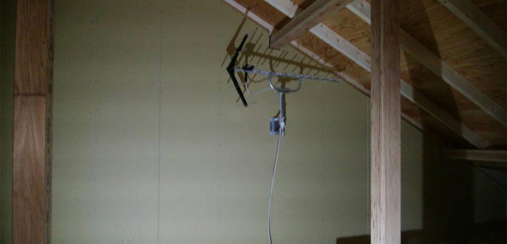 電波方向に太陽光パネルがあっても地デジアンテナの屋根裏設置ができました(千葉県柏市の例)