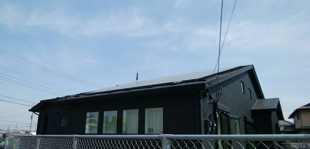 平屋建て太陽光パネル&光テレビからの切替アンテナ工事(埼玉県坂戸市の工事例)