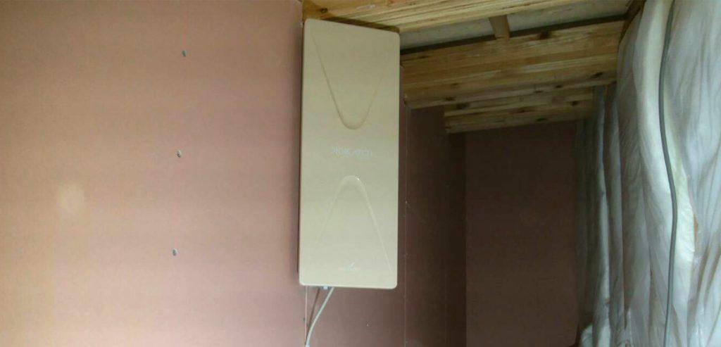 コンパクトな屋根裏にもデザインアンテナは設置可能です